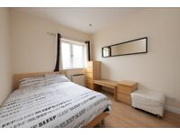 ***DOCKLANDS*** DOUBLE ROOM AVAILABLE IN 3 BED FLATSAHRE - £749.00 PCM ALL BILLS INCLUDED.