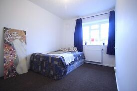 AMAZING DOUBLE ROOM IN CENTRAL LONDON CLOSE TO THE TUBE STATION.