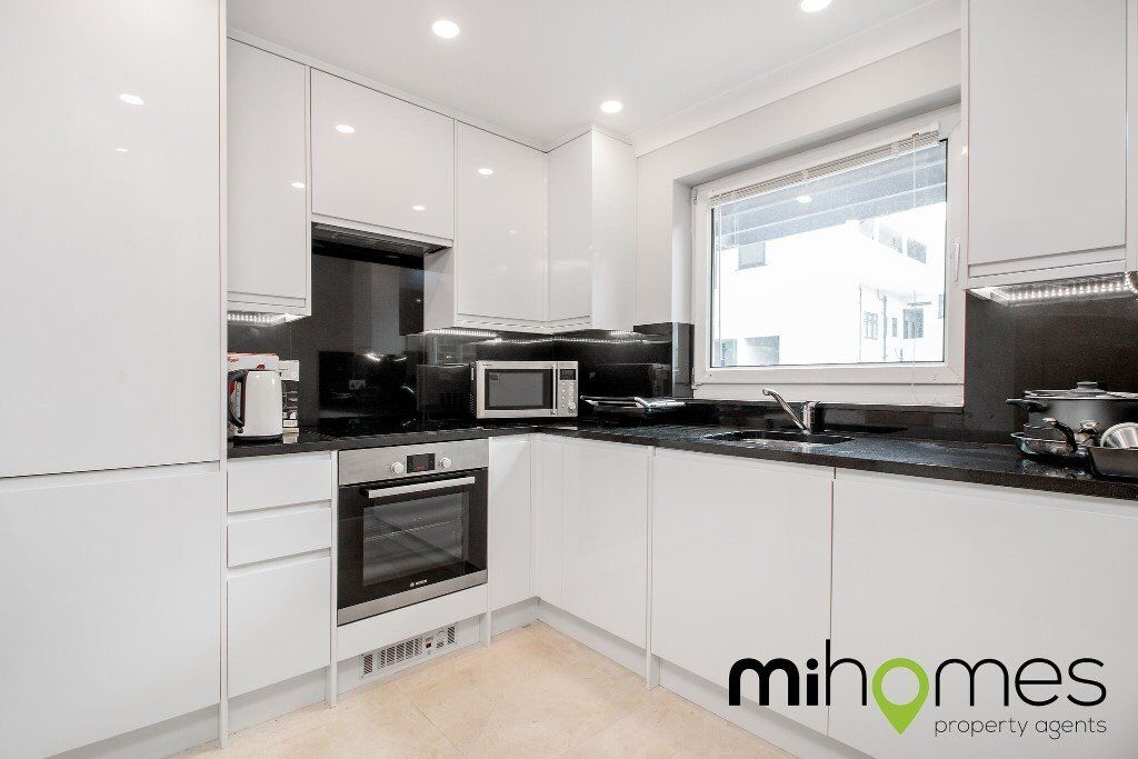 ***STUNNING 2 BEDROOM GARDEN FLAT IN THE HEART OF SOUTHGATE - WALKING DISTANCE TO SOUTHGATE TUBE***