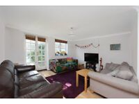 TWO BEDROOM GARDEN FLAT OPPOSITE FINSBURY PARK AND VERY SHORT WALK TO THE STATION. CALL NOW!