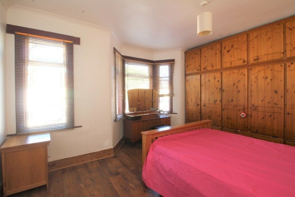 !!! ALL BILLS INCLUDED !!! ONE OF 3 LARGE DOUBLE ROOMS IN HOUSE SHARE TO AMAZING PRICE !!!