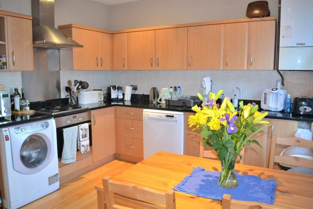 A MUST SEE STUNNING MODERN THREE BEDROOM APARTMENT IN WIMBLEDON!