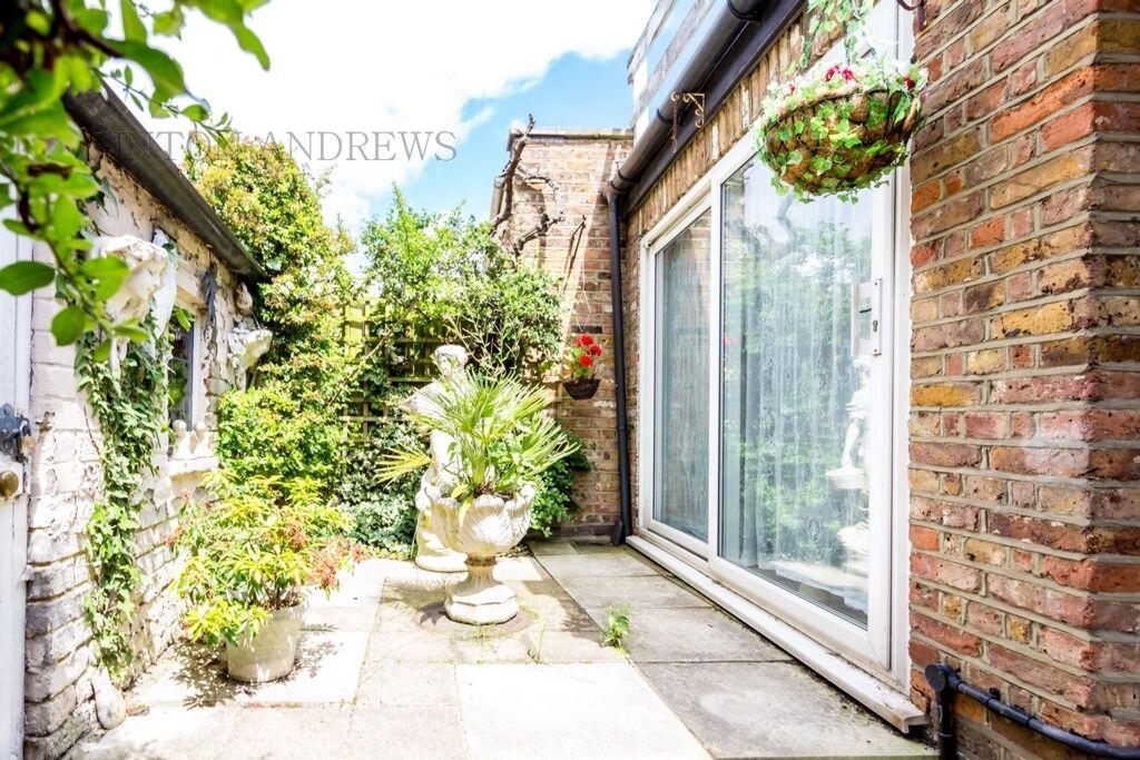 1 bedroom flat in Haven Lane, Ealing, W5