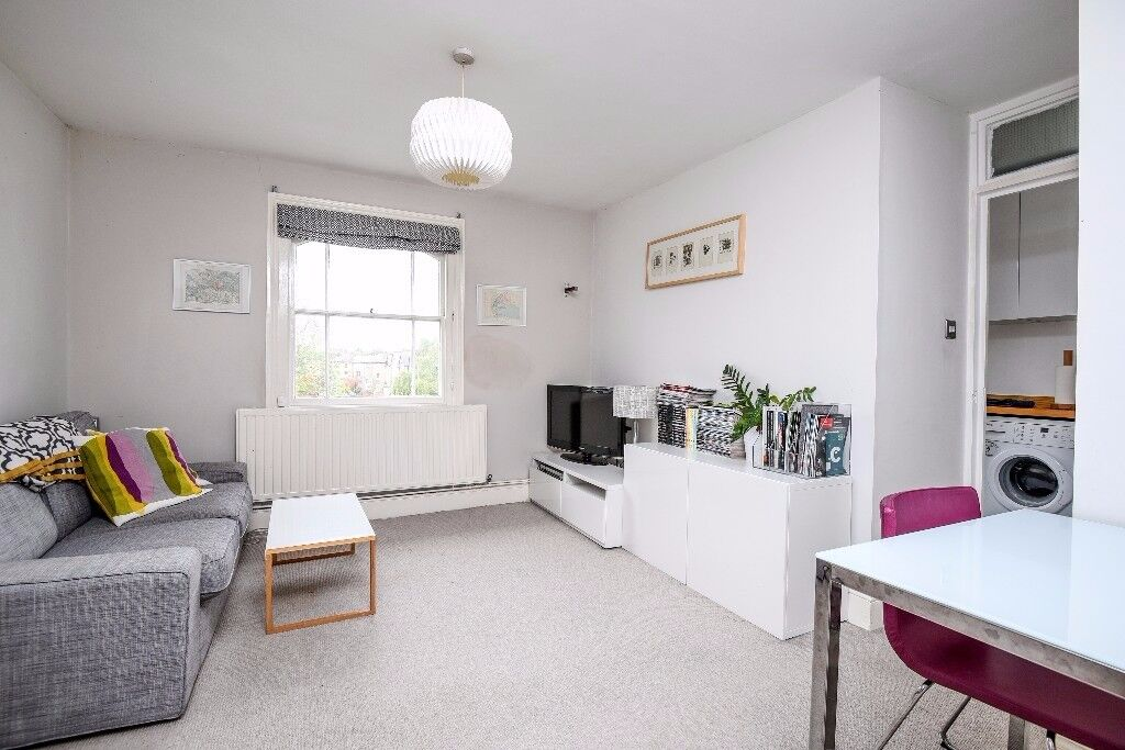 Smart two bedroom property located in Brokcley available from early November - Tyrwhitt Road