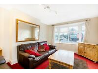 CR0 4NX - PURLEY WAY - A STUNNING 3 BED FLAT WITH 2 STORAGE ROOMS PART DSS WELCOME - VIEW NOW