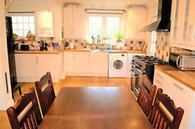 PROPERTY HUNTERS ARE OFFERING A BEAUTIFUL 3 BEDROOM SEMI-DETACHED HOUSE IN WOODFORD FOR £1750PCM!