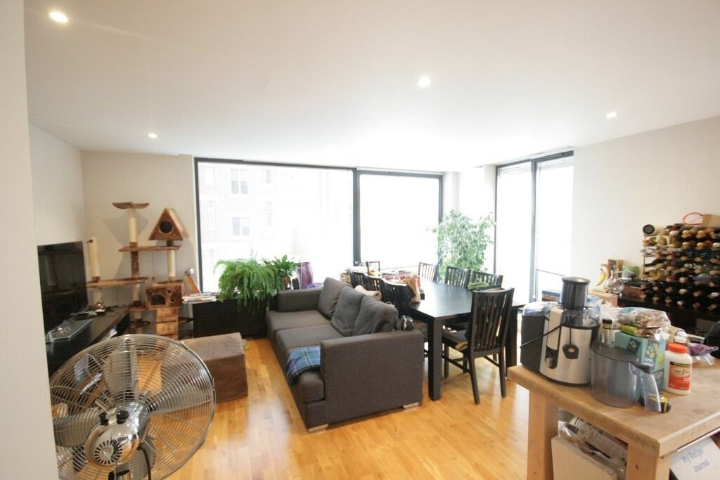 Spacious and modern, fully furnished 2 bed flat