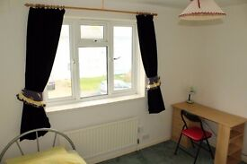 DOUBLE Room in Worthing £100 p/w for Full-time Workers or Students