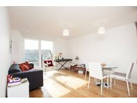 ** SPACIOUS AND MODERN 1 BED FLAT WITH PRIVATE BALCONY IN ISLE OF DOGS, E14, VACANT CALL NOW!! - AW
