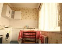 Spacious Studio Flat including Bills. ! 2 mins walk from station! Best Area. Private Landlord