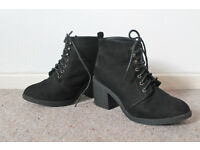 New Look Black Laced Boots - £5