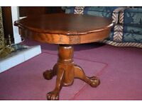 Coffee table and two lamp / end tables - Set