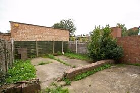 ONE BEDROOM FLAT WITH A PRIVATE GARDEN