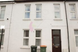 CURWEN AVENUE, LONDON - House to Rent £1800