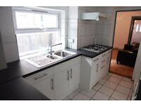 4 Bed student house with two reception rooms, Luton Town Centre.