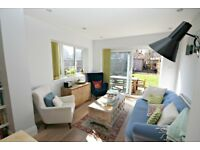 LUXURIOUS TWO DOUBLE BEDROOM GROUND FLOOR FLAT WITH HUGE PRIVATE GARDEN-CALL NOW!
