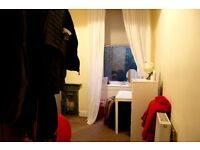 Summer Flat share- Double bed in 2 bedroom Westend flat for July and August.