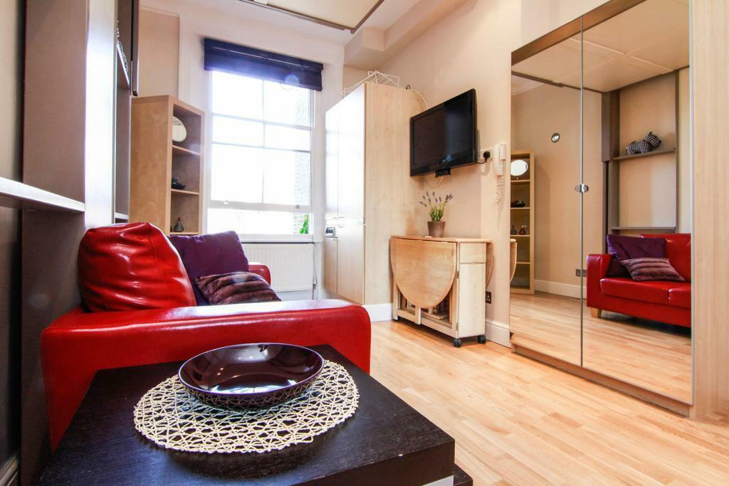NEW*SELECTION OF FANTASTIC STUDIOS ,****MODERN ***BILLS INC ***CENTRAL LONDON***ZONE1