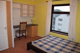 4 Bedroom House in Bangor - Fully furnished + garden + car park ***SUMMER DISCOUNT NOW!!***