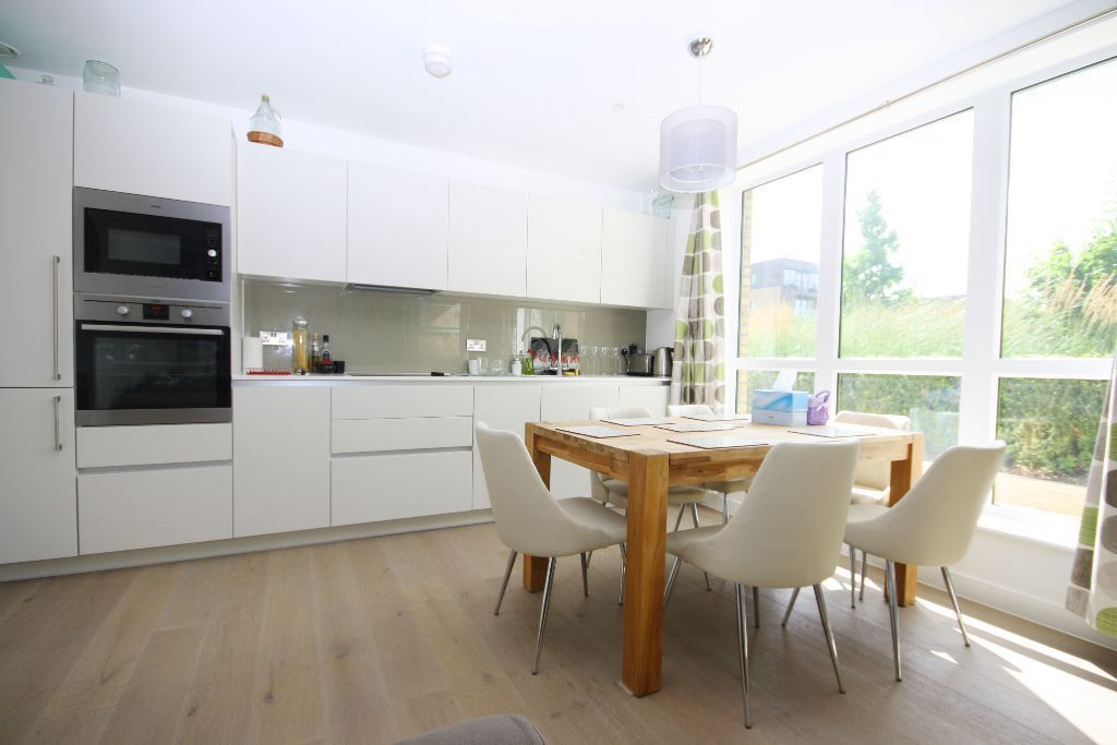Fully furnished 3 bedroom apartment in the excellent Kidbrooke Village