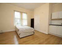 ROUNDHAY - ROOM/BEDSIT - ENSUITE - OWN KITCHENETTE - ALL BILLS INC