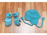 Trespass Kids Childs Hat and matching gloves excellent condition