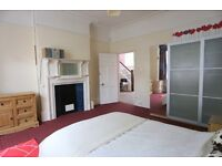 A spacious double room available in a huge detached professional house - All bills Included