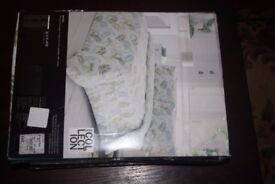 Single Duvet Cover set .- Pale green Nevara £20