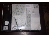Single Duvet Cover set .- Pale green Nevara £20