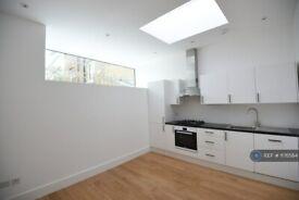1 bedroom flat in Piemonte Walk, London, SW6 (1 bed) (#1176564)