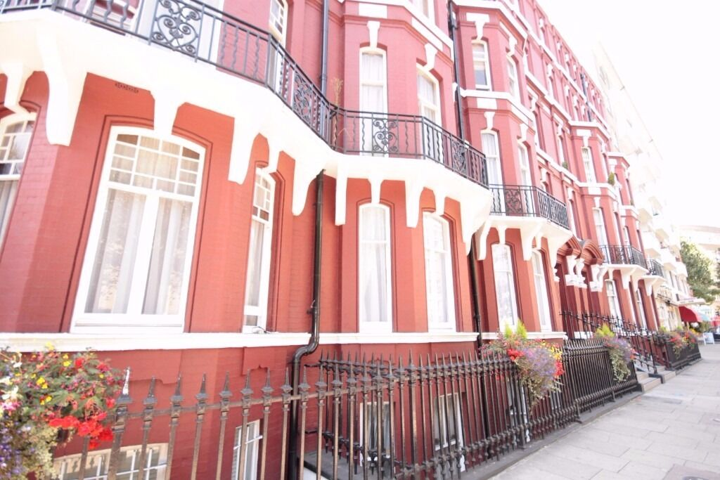 Set In A Quiet Road In Cambell Street NW1