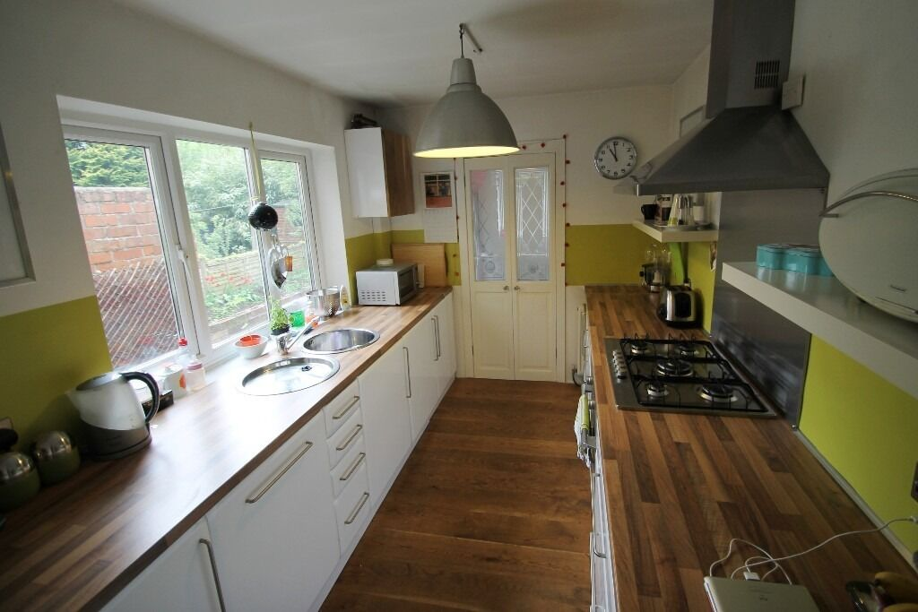 TWO DOUBLE BEDROOMS--ON SALISBURY ROAD-AVAILABLE NOW