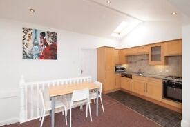 3 DOUBLE BEDROOM HOUSE AVAILABLE JULY AND AUGUST £1,500 PER MONTH INCL BILLS AND WIFI