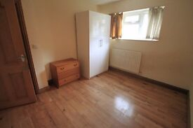 BEAUTIFUL DOUBLE ROOM TO RENT IN STOCKWELL WITH MOMENTS WALKING DISTANCE TO THE TUBE STATION. 14J