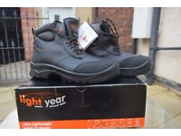 Safety black boots shoes Uk size 7 black new in box man men ladies light year brand