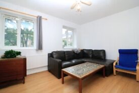 Beautiful 3 Bedroom Fat on St Johns Drive £1825 PCM Available in August