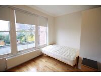 *Spacious studio apartment in Muswell Hill close to all local amenities*