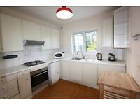 2 bedroom flat in Wentworth Road, Golders Green, NW11