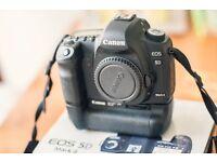 Canon 5D MKII + Canon BG- E6 Battery Grip + 6 batteries + Box - Like new