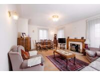 Beautiful Two Double Bedroom Penthouse Flat in Hendon, NW4