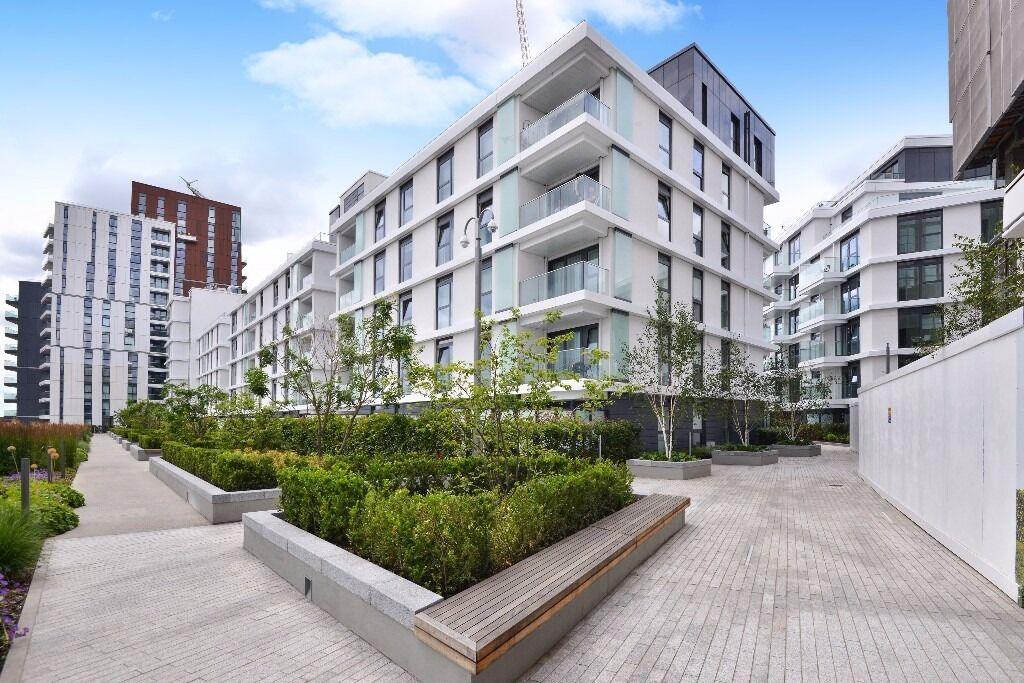 A stunning 2 bedroom apartment in the modern new build development of Nine Elms Point. Vauxhall, SW8