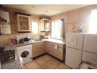 TWIN ROOM TO RENT IN ARCHWAY AREA MOMENTS AWAY FROM THE TUBE STATION.