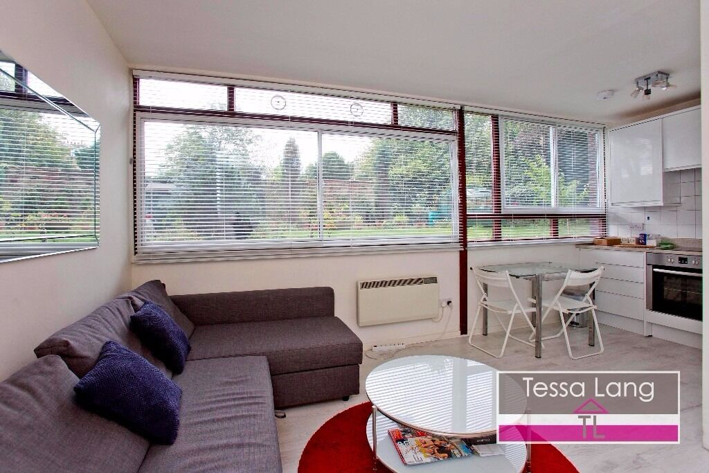 High Spec and Spacious Studio with Great Location, Pretty Communal Garden, OSP, Dishwasher, W/D