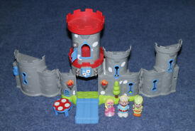 Happyland Castle with Robin Hood and Maid Marion figures