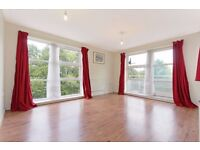 One bedroom flat with balcony overlooking park in SE15