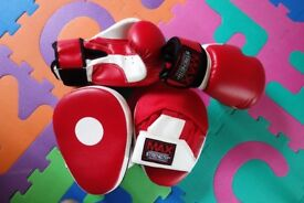 Focus Pads Hook and Jab Mitts with Boxing Gloves REASONABLE OFFERS WELCOME