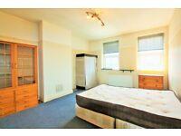 3 bedroom flat in Watford Way, Hendon, NW4