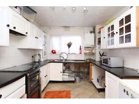 Langdon Park E14 ---- Fantastic 5 Bed Townhouse With Garden ----- £669 -------