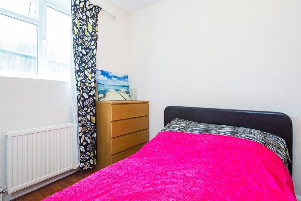 AMAZING AND CHEAP DOUBLE ROOM IN SYDENHAM PER £490/MONTH + £20-£30 BILLS!