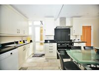 4 bedroom house in Woodward Avenue, London, NW4